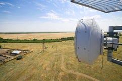 多孔的通信的无线电中继天线 图库摄影