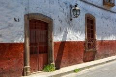 多孔黏土大厦殖民地建筑学在Patzcuaro墨西哥 库存照片