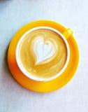 多孔黏土咖啡杯例证做的以图例解释者爱 库存图片