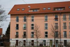 多家庭房子,经济公寓住宅在慕尼黑 免版税图库摄影