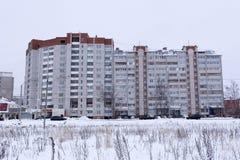 多层的砖公寓 免版税库存照片