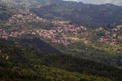 多山村庄,希腊 免版税库存图片