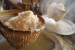 多山的盐在南,泰国北部省被找到  免版税库存图片