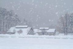 多山省的积雪的村庄 免版税库存图片