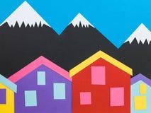 多山背景的例证与瑞士山中的牧人小屋或客舱的 图库摄影
