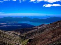 多山Tongariro横穿的惊人的看法,新西兰 免版税图库摄影