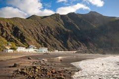 多岩石的海滩, Tenerife海岛,西班牙 免版税库存图片