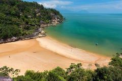 多岩石的海滩在婆罗洲 免版税图库摄影