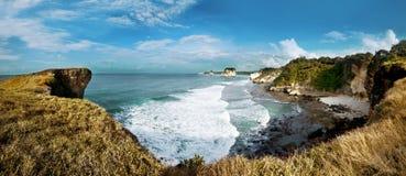多岩石的海滩,松巴岛,印度尼西亚 库存照片