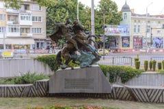 多布里奇,保加利亚, 2015年8月3日,城市公园st乔治纪念碑 免版税库存照片