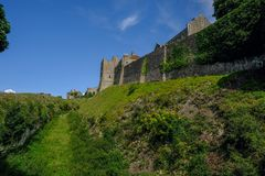 多弗,肯特,英国- 2017年8月18日:多弗城堡墙壁fortificati 免版税库存图片