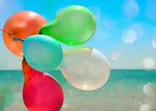 多彩多姿气球飞行 免版税图库摄影