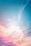 多彩多姿的云彩摘要 库存图片