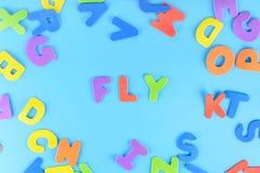 多彩多姿的信件美妙地被计划的题字飞行  背景 库存照片
