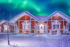 多彩多姿的充满活力的极光叫作北极光的Borealis使用与生动的颜色 免版税库存图片