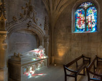 多彩多姿的光在教会里 免版税图库摄影