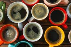 多彩多姿的咖啡在木桌上的作为背景 库存图片