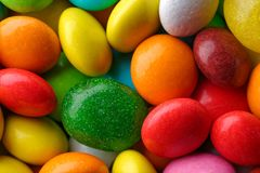 多彩多姿的圆的糖果 免版税库存图片