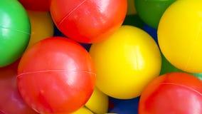 多彩多姿的塑料球 免版税库存图片