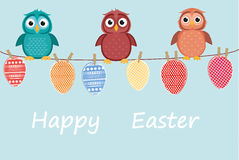 多彩多姿的复活节彩蛋由糊墙纸制成在绳索 逗人喜爱猫头鹰坐 向量 库存图片