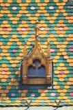 多彩多姿的屋顶在布达佩斯 免版税库存照片