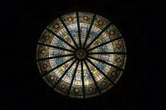 多彩多姿的污迹玻璃窗的图象与规则块的 免版税库存照片