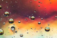 多彩多姿的油和水摘要 免版税库存图片