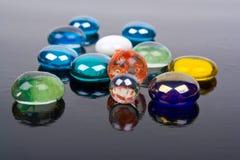 多彩多姿的玻璃球 免版税库存照片