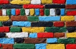 多彩多姿的砖墙 免版税库存照片