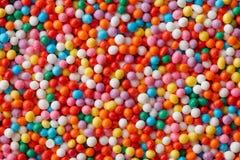 多彩多姿的糖果下落 免版税库存图片