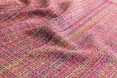多彩多姿的背景豪华布料或难看的东西丝绸纹理缎波浪折叠  免版税库存图片