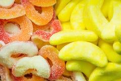 多彩多姿的被分类的软心豆粒糖背景,嚼糖果特写镜头 免版税库存照片
