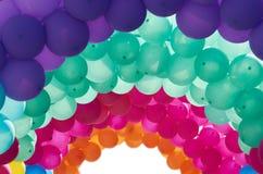 多彩多姿的被成拱形的气球 免版税库存照片