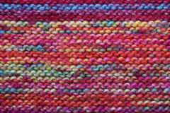 多彩多姿的被编织的羊毛背景 免版税库存照片