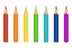 多彩多姿的铅笔 七种颜色是红色的,橙色,黄色,绿色,蓝色,蓝色,紫色 向量 库存例证