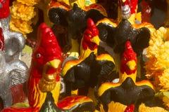 多彩多姿的鸡玩偶 库存照片