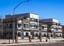 多故事新的公寓建筑 免版税库存照片