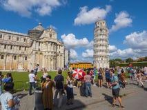 多数受欢迎的旅游胜地在比萨-大教堂和斜塔-比萨意大利- 2017年9月13日 免版税库存图片