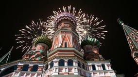 多数圣洁Theotokos调解大教堂在蓬蒿护城河寺庙的保佑和烟花,红场,莫斯科 影视素材