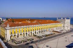 多数美丽的地标在里斯本-在塔霍河-里斯本-葡萄牙- 2017年6月17日的著名商业广场 免版税图库摄影