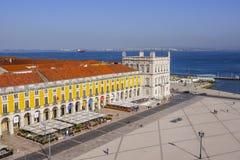 多数美丽的地标在里斯本-在塔霍河-里斯本-葡萄牙- 2017年6月17日的著名商业广场 免版税库存照片