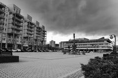 多数,捷克共和国- 2017年3月18日:1 有专栏的Namesti广场在雨天 库存照片