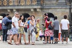 多文化游人在阿姆斯特丹 库存照片