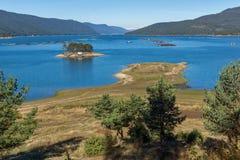 多斯帕特水库,保加利亚惊人的秋天风景  库存图片
