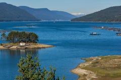 多斯帕特水库,保加利亚惊人的秋天风景  库存照片