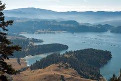 多斯帕特水库, Rhodopes山惊人的秋天视图  库存图片