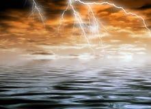 多暴风雨的天气 皇族释放例证