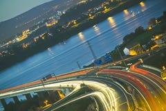 多条车道高速公路 免版税库存照片
