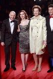 多梅尼科Dolce,史嘉蕾・乔韩森,莱蒂齐娅・莫拉蒂,斯特凡诺Gabbana出席正在流行极端的秀丽 库存照片