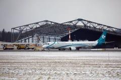 多洛米蒂航空公司巴西航空工业公司ERJ-195 I-ADJU离开 库存照片